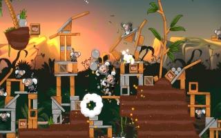 Angry Birds Rio is gebaseerd op de gelijknamige Animatiefilm, met apen als vijanden.