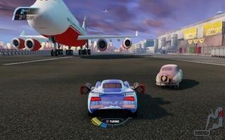 Zoals je ziet kun je ook vliegtuigen tegenkomen tijdens de race, pas op dat je er niet tegenaan rijdt!