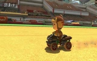 Ontvang een Donkey Kong kostuum in <a href = https://www.mariowii-u.nl/Wii-U-spel-info.php?t=Mario_Kart_8>Mario Kart 8</a>.