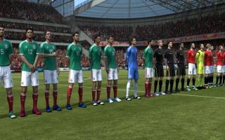 Speel als 46 beroemde voetbalteams, met honderden spelers!