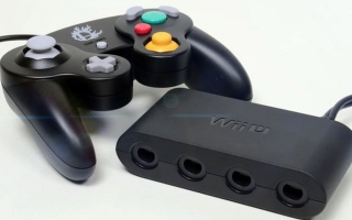 Gebruik de adapter om <a href = https://www.mariowii-u.nl/Wii-U-spel-info.php?t=GameCube_Controller>Gamecube controller</a>s op nieuwe systemen te gebuiken.