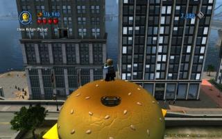 Vanaf hier heb je een mooi uitzicht op de stad. Wacht... sta ik nu op een hamburger?!
