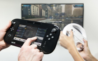 De game kent geen splitscreen racing, wel kan speler twee met de GamePad assisteren.