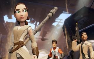 Je kan Rey bespelen in de toybox en in de playset The force awakans