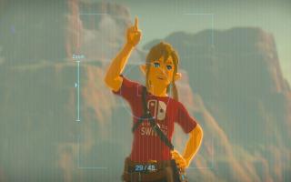 Link kan foto's van zowel de omgeving als zichzelf maken met de Sheikah Slate, zelfs met Nintendo Switch-shirt!