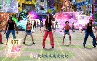 Een aantal professionele Zumba-dansers doen je alle moves voor!